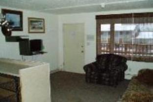 Bent Prop Inn And Hostel Of Alaska   Midtown