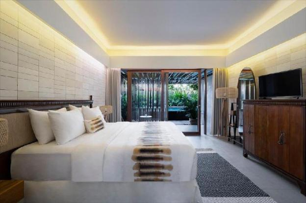 Executive Suite with Plunge Pool-Breakfast|KHC