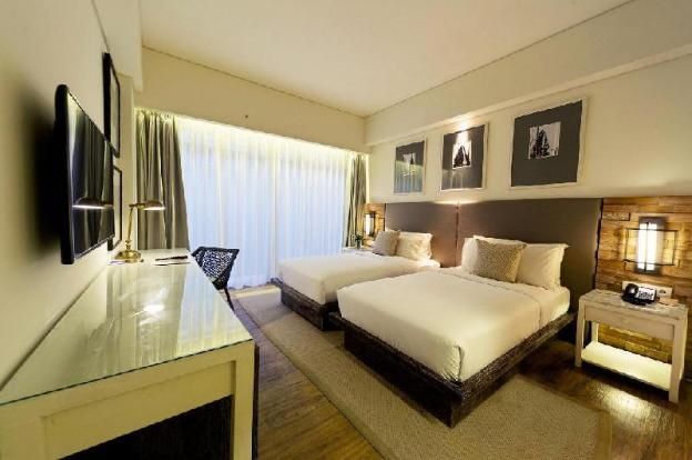 One BR Deluxe Room with Suite Bathroom - Breakfast