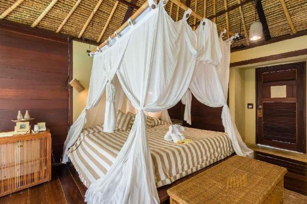 OneBR Bungalow Lanai Room with a Bathtub-Breakfast