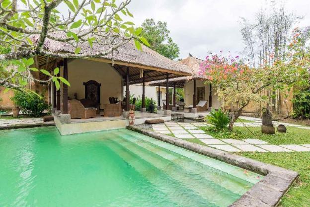 2BR Private Pool Villa with a Bathtub - Breakfast