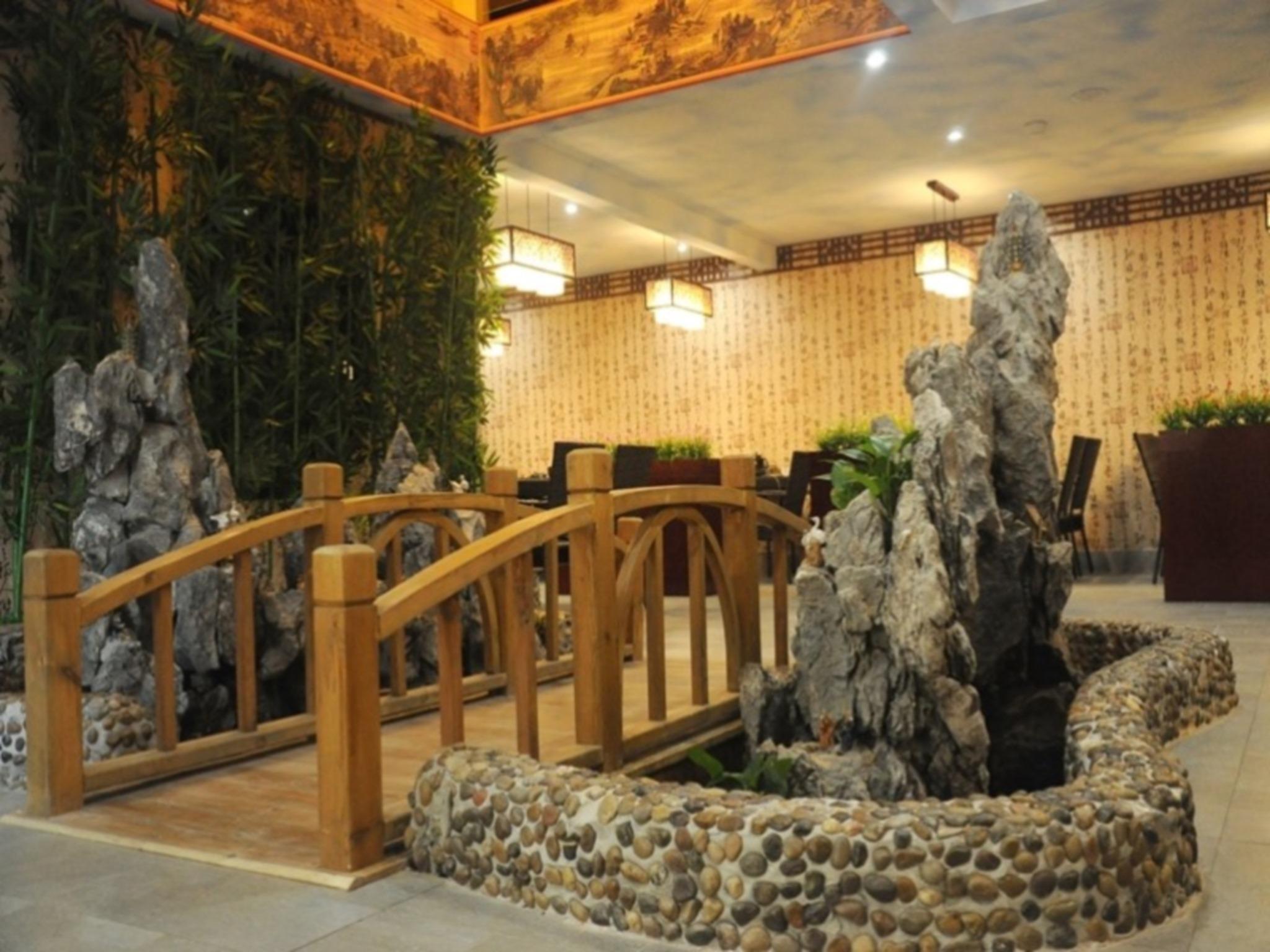 GreenTree Inn ShenZhen BaoAn XiXIang PingZhou Metro Station Business Hotel