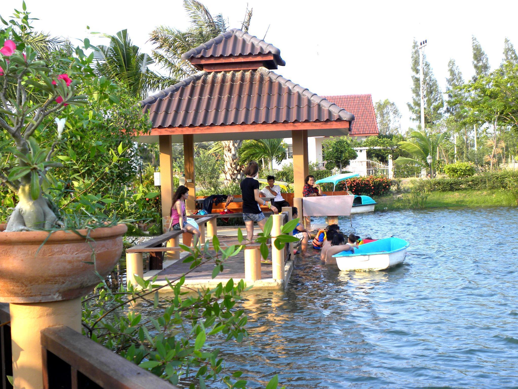 Bangchong Marina Resort บางชอง มารีนา รีสอร์ท