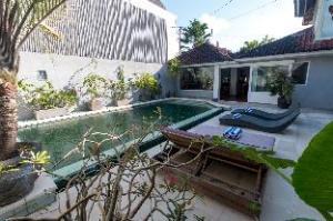 Villa Bunga Kecil by Platinum Management