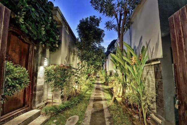 1 Bedroom beautiful Garden with Private Pool