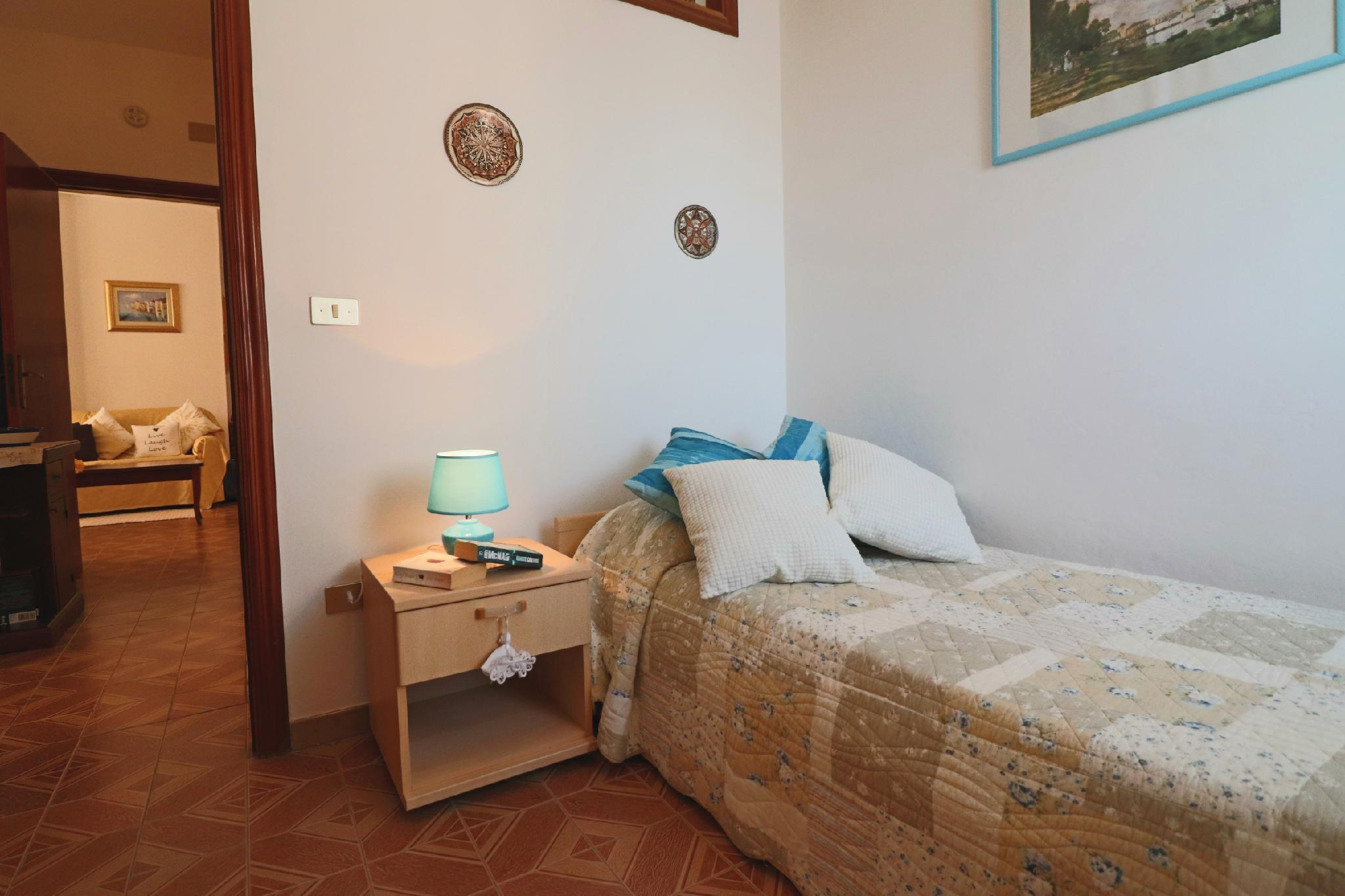 Central Apartment On The Beach With Balcony, Wi-fi Air Conditioning Parking