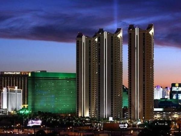 Luxury Suites International at The Signature Las Vegas