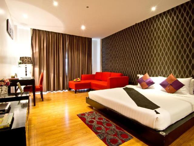 โรงแรมกลิทซ์ – Glitz Hotel