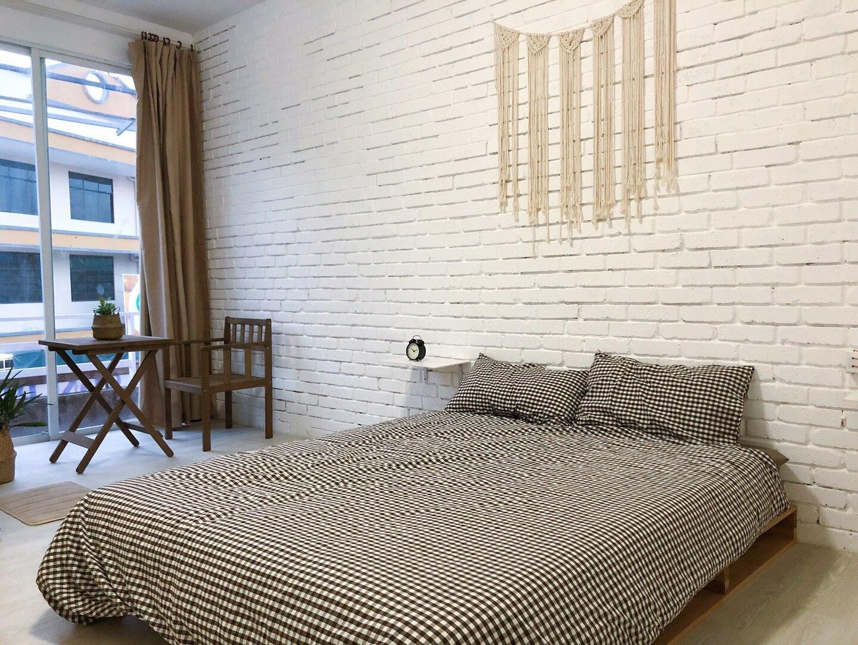 002 private balcony floor-to-ceiling window bed room Semporna Habitat hotel Jiuqi (trial opening)