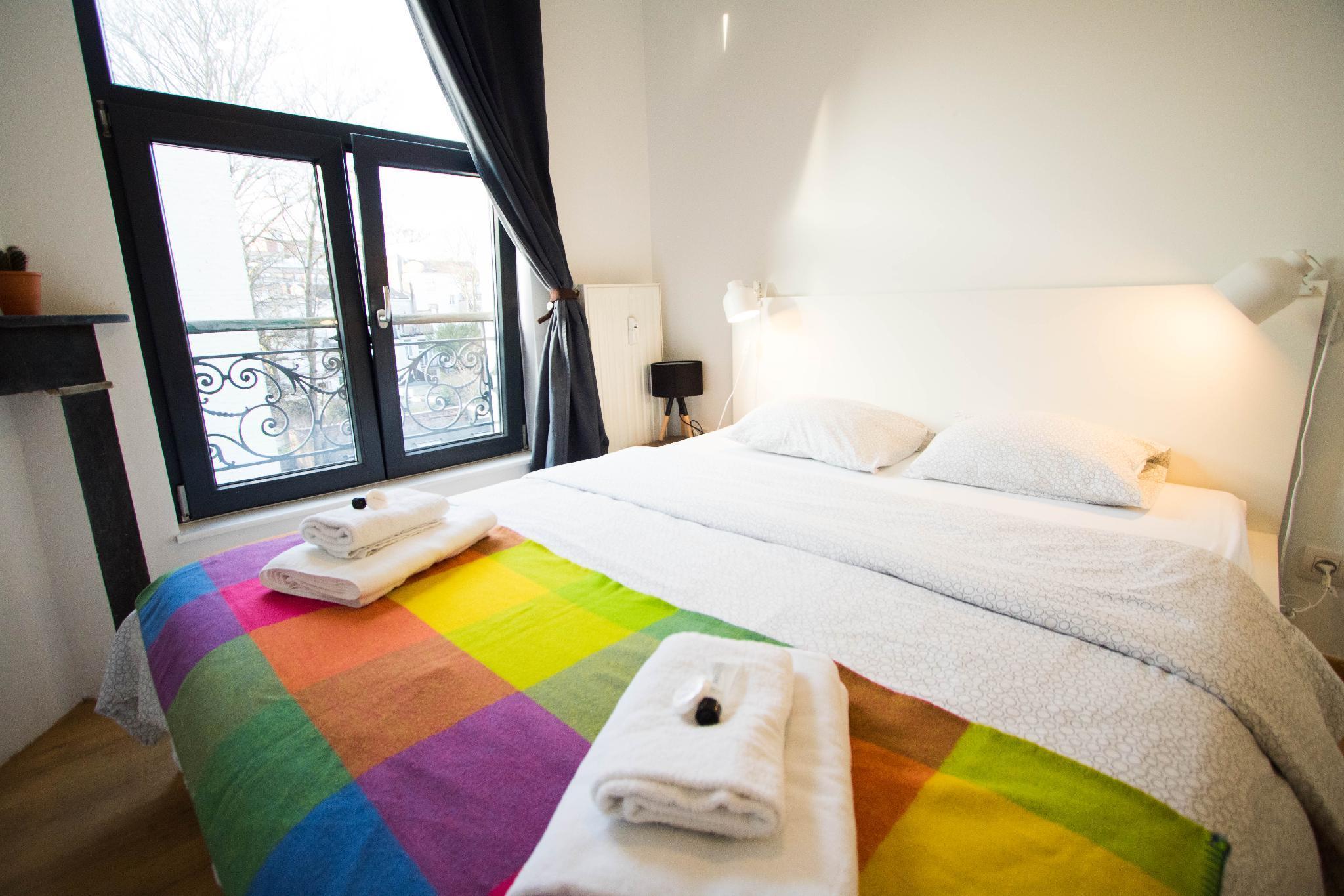 Vibrant Room near Avenue Louise Best Location