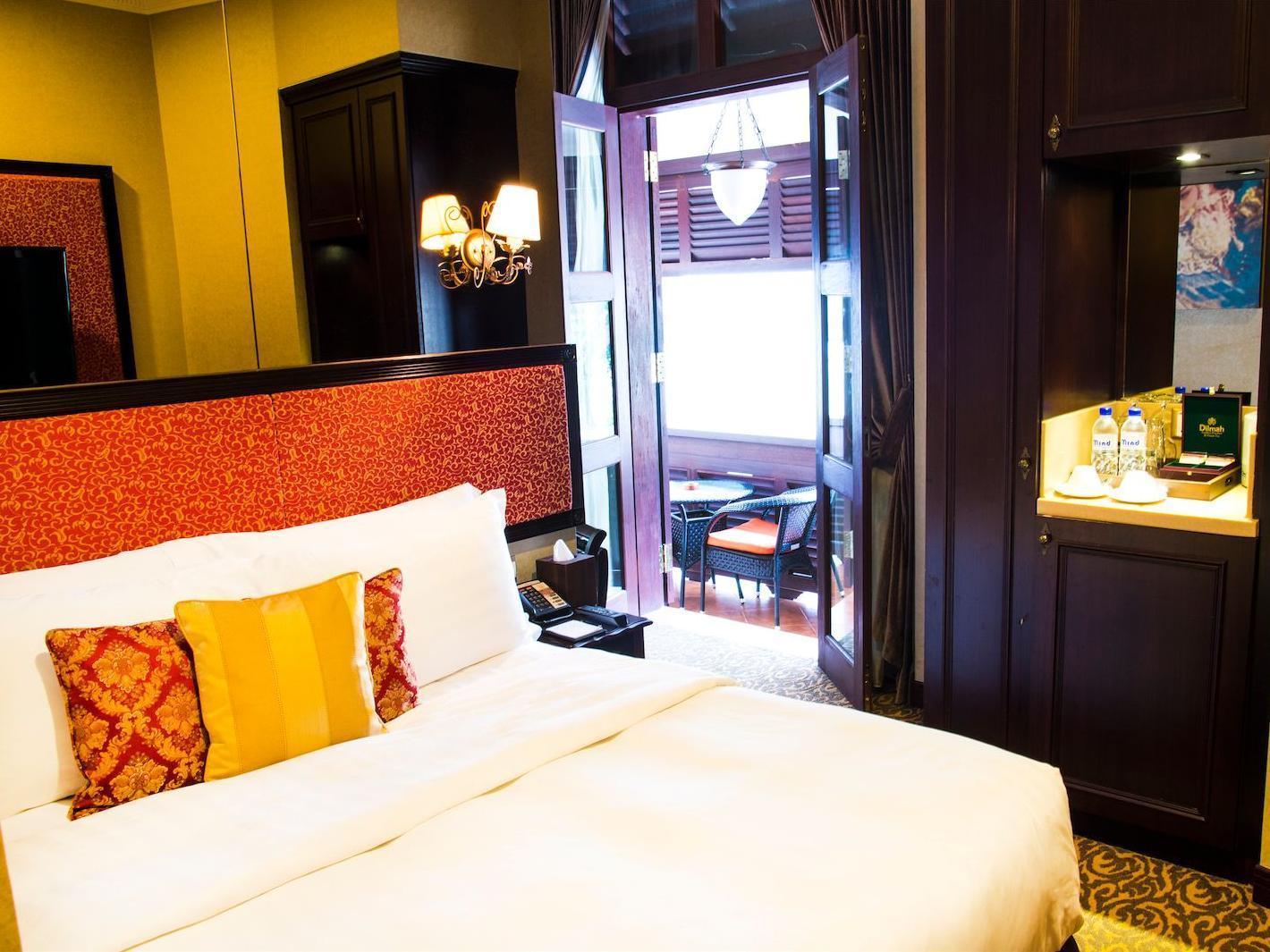 Nostalgia Hotel 3