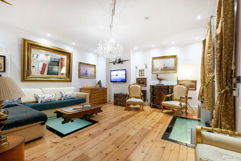 British Museum - Sherlock's 3 Bedroom Apartment