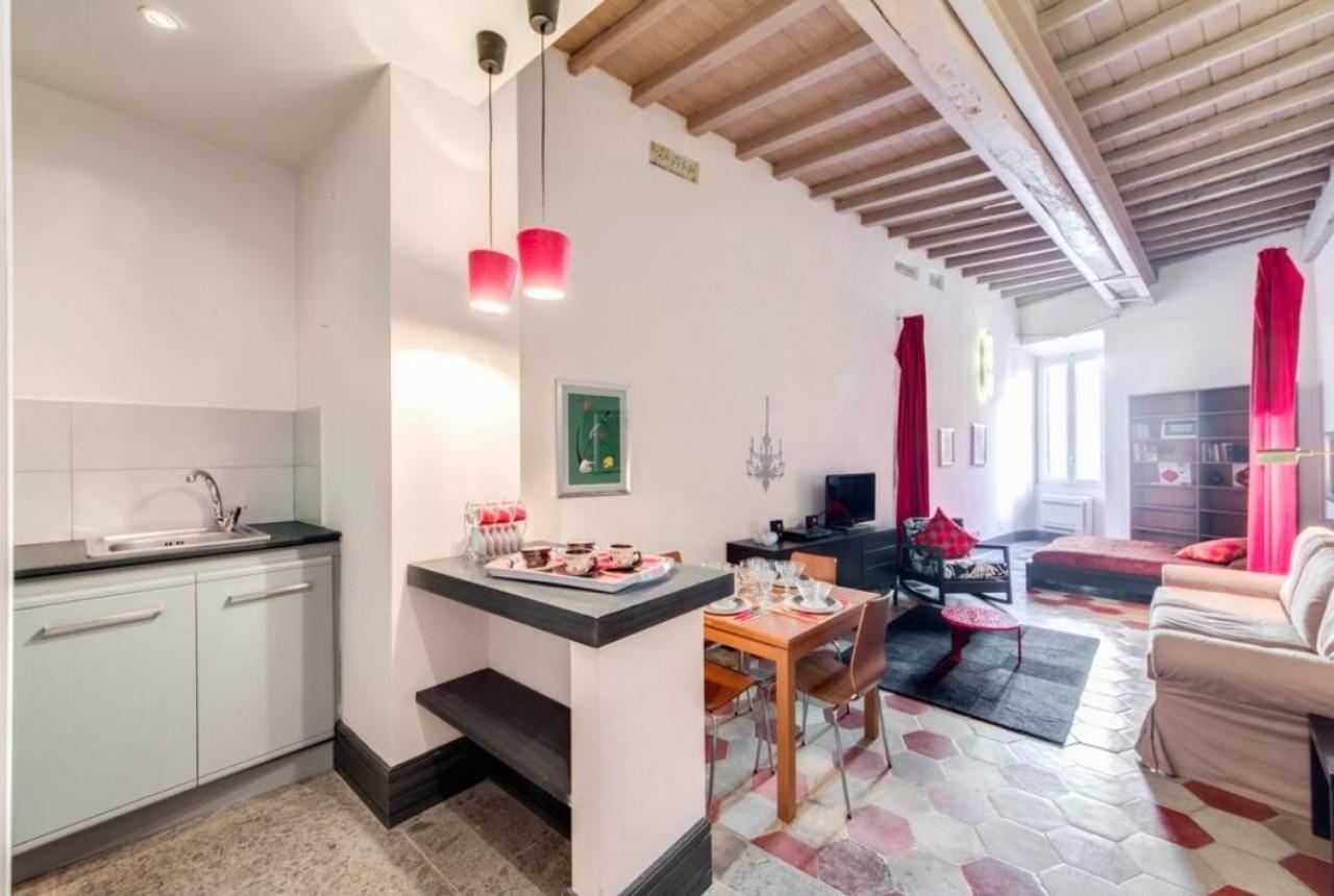Apartment in piazza5 Scole, For 5 people, Center of Rome
