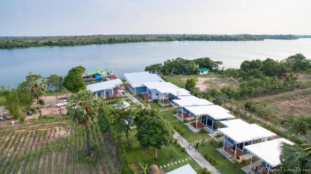 บลูมูล ริเวอร์ไซด์ รีสอร์ต อุบลราชธานี – Bluemoon Riverside Resort Ubon Ratchathani