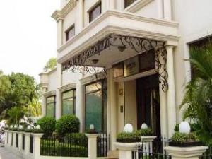 La Place Sarovar Portico Hotel