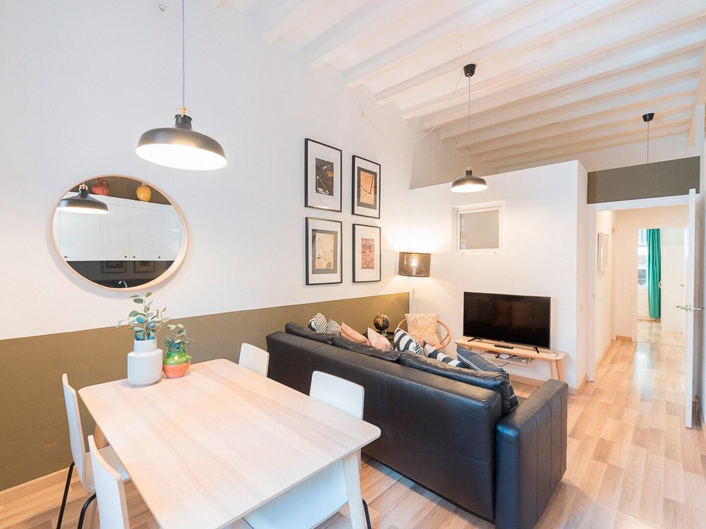 Two bdr and sunny terrace in the heart of Gracia