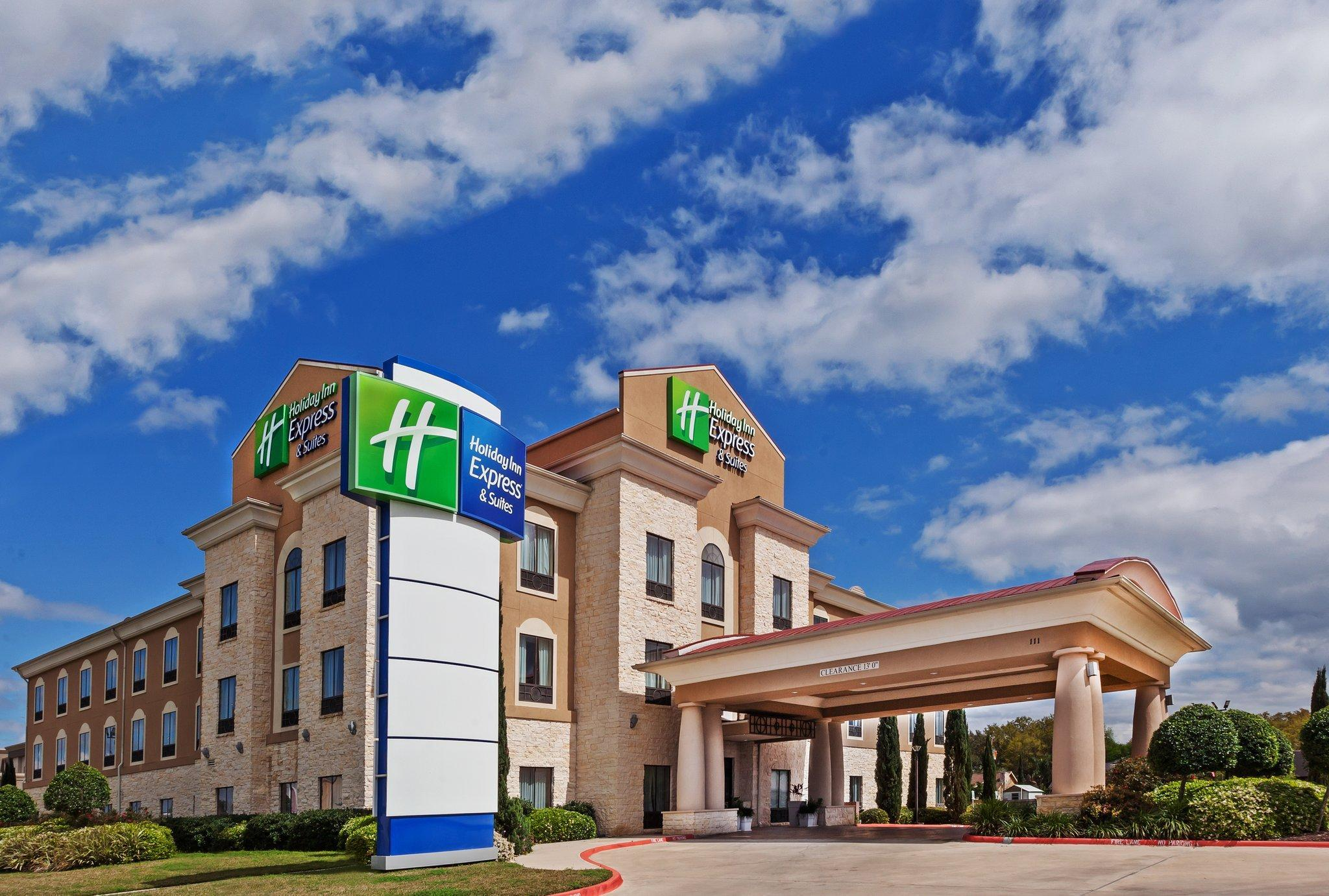 Holiday Inn Express Hotel And Suites Victoria