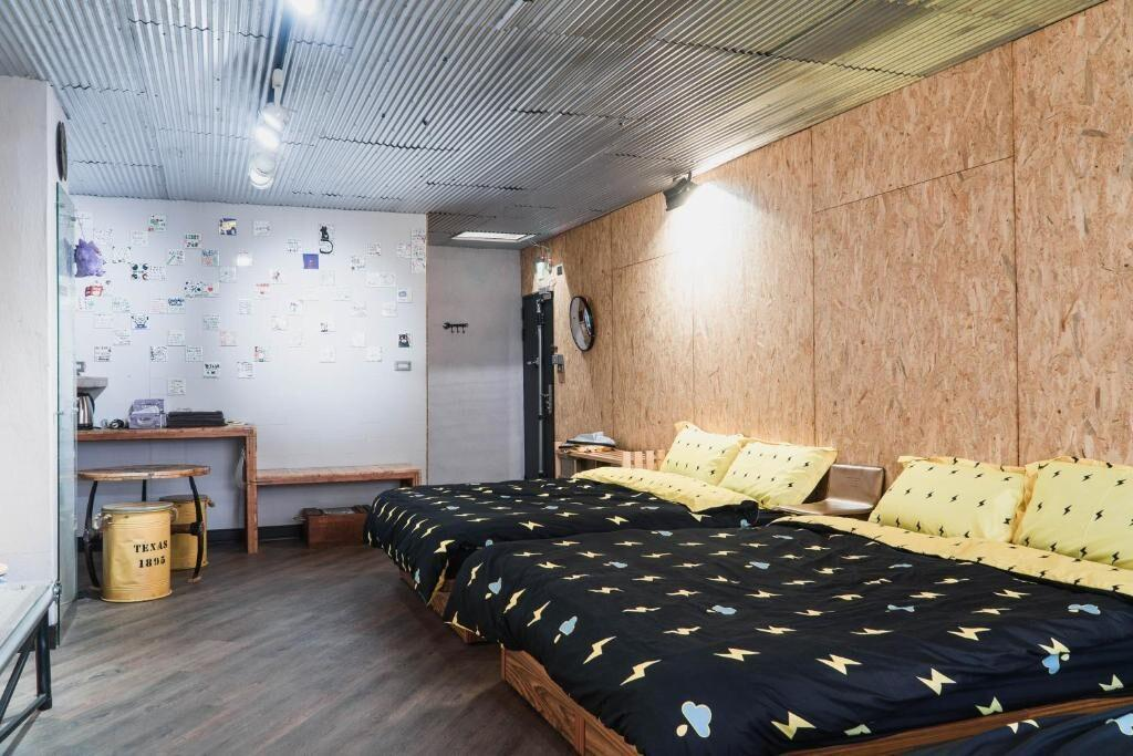 Superior 6-person room/Tainan Railway Station