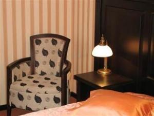 Attache Hotel