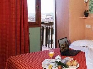 梅里蒂安娜酒店 (Hotel Meridiana)