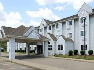 Econolodge Inn and Suites Pittsburgh Airport