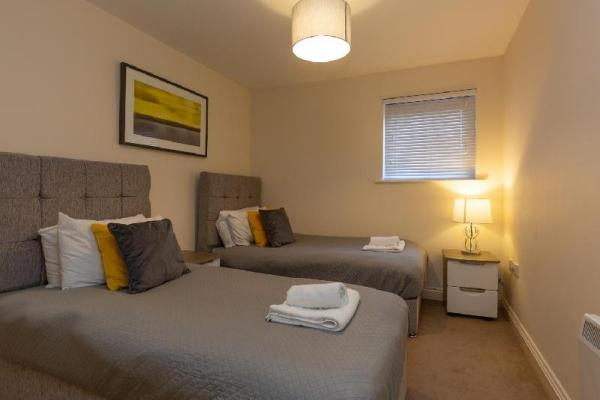 Higher Living - Professional Southampton Apartment Southampton