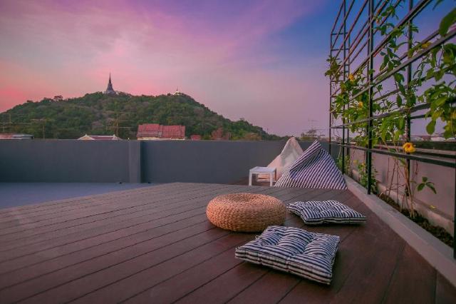 เจดีย์ วิว โฮสเทล แอนด์ รูฟท็อป บาร์ – Chedi View Hostel & Rooftop Bar
