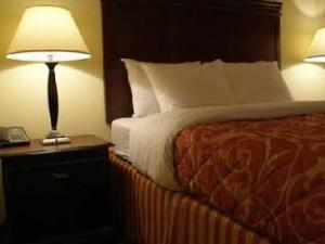 Home Towne Suites Hotel