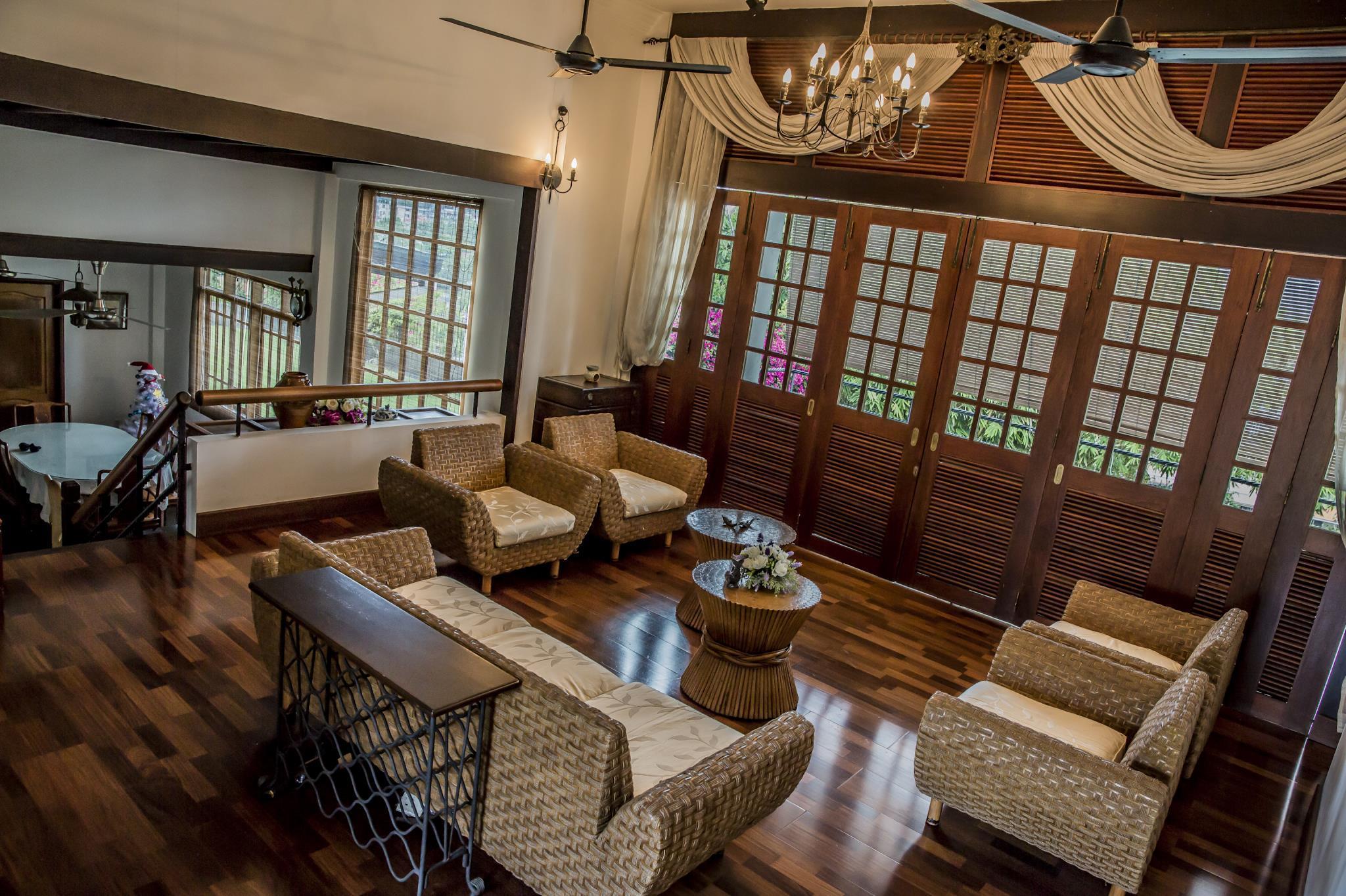 The Colonial Villa