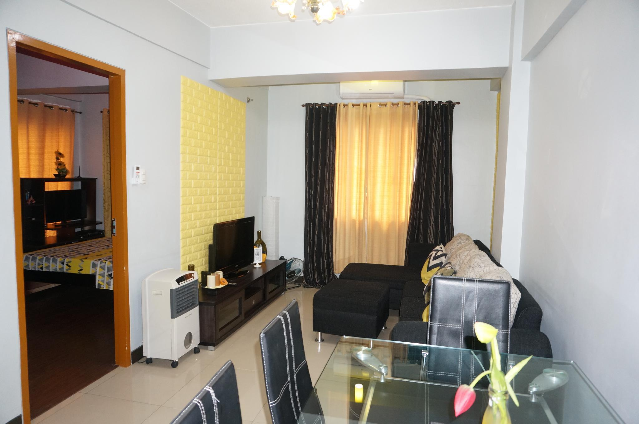 1 BR Corner Unit Next To Marriott Hotel   M4 4A