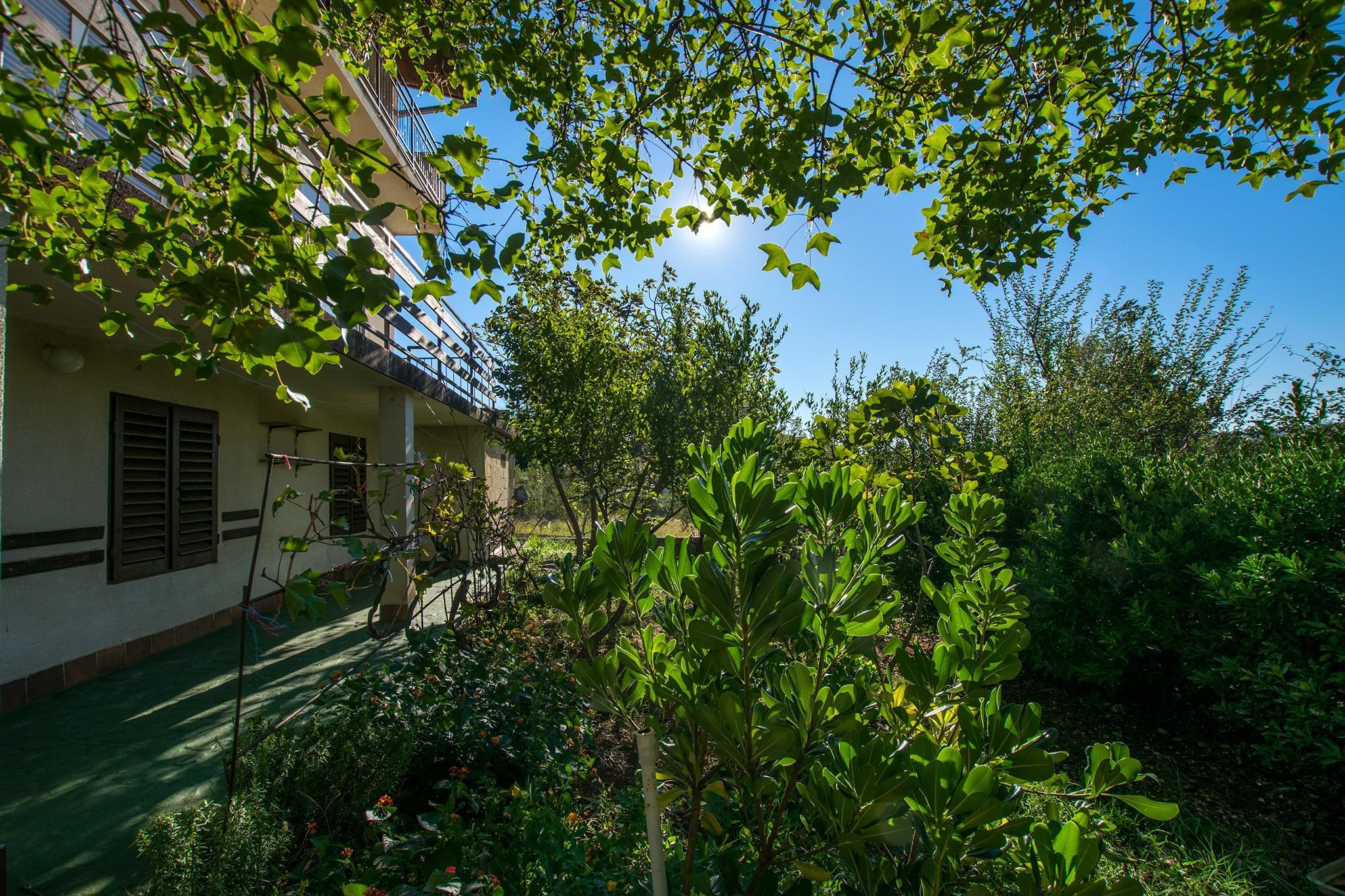 Intimate One Bedroom Apartment In Starigrad