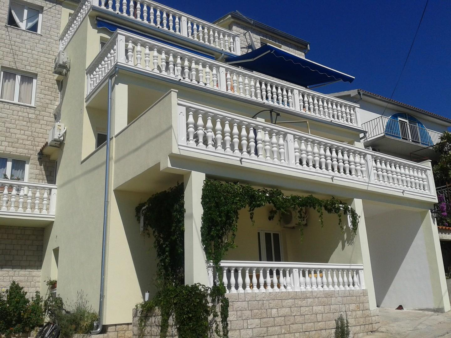 Traditional Two Bedroom Apartment In Tisno