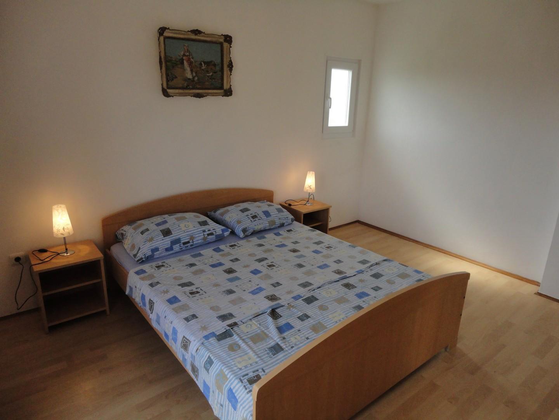 Classic Two Bedroom Apartment In Povljana