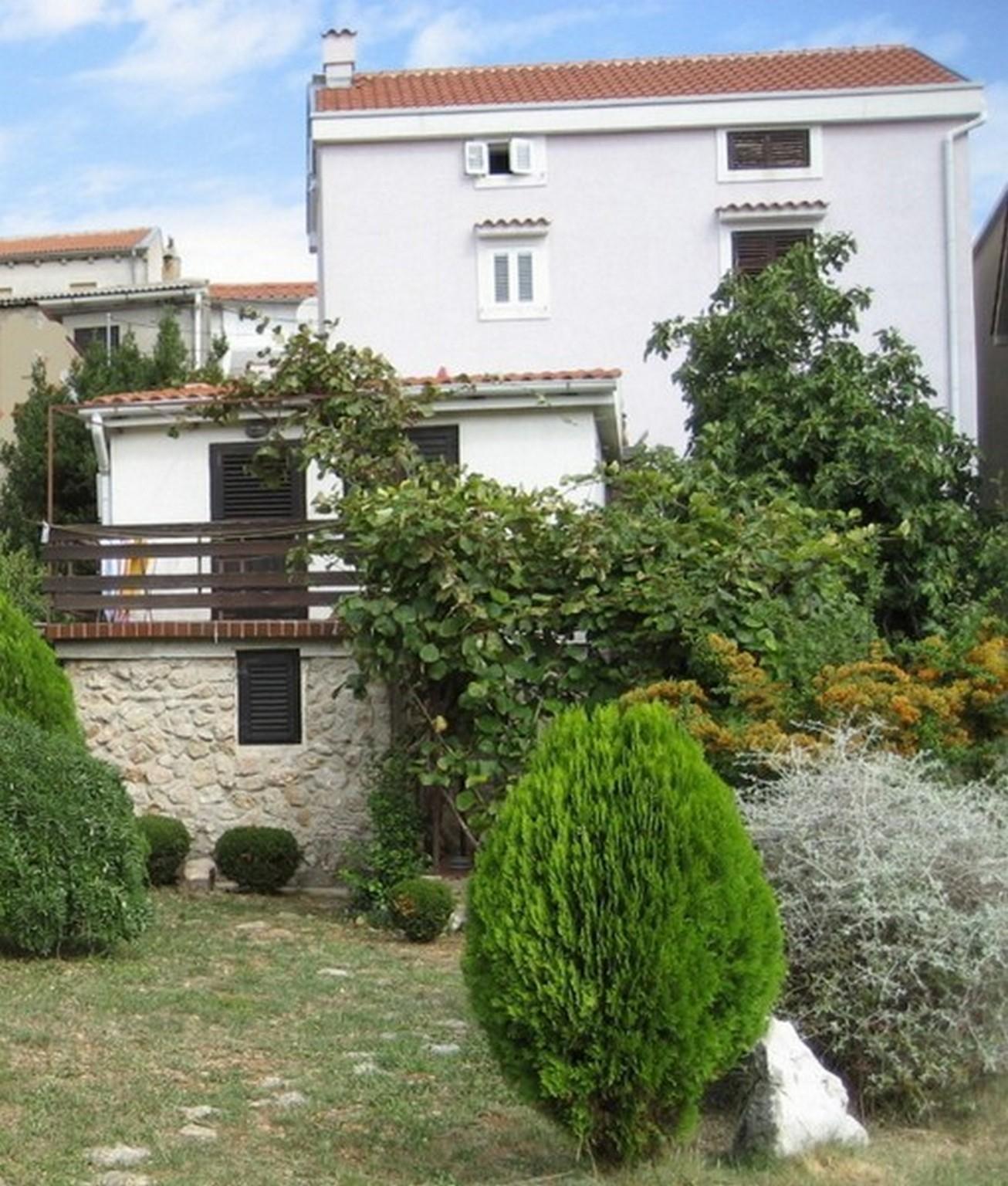 Lovely Two Bedroom Apartment In Vrbnik
