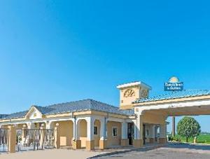 Days Inn & Suites Osceola