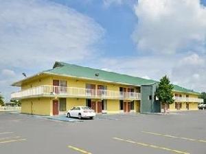 Econo Lodge Decatur Hotel