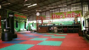 Meenayothin MuayThai Gym มีนาโยธิน มวยไทย ยิม