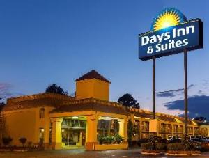 Days Inn and Suites - Vicksburg