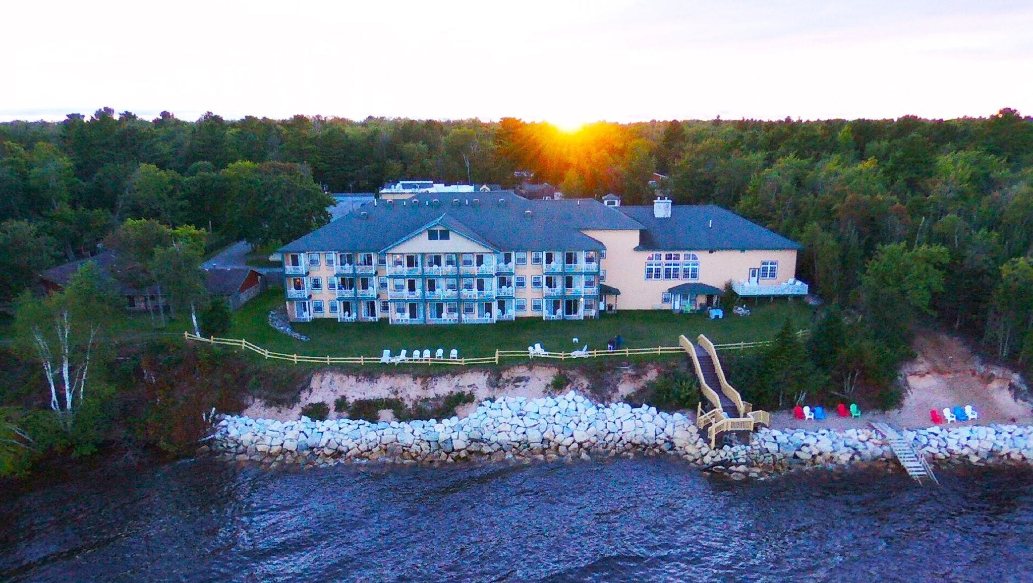 Magnuson Grand Lakefront Paradise