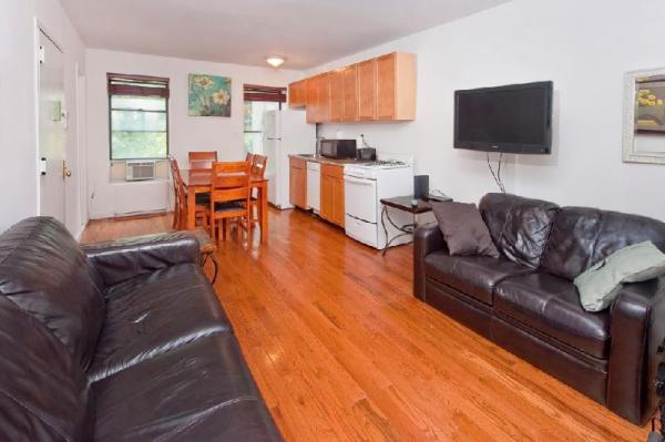 Lovely 2 BR Apartment on Midtown East New York