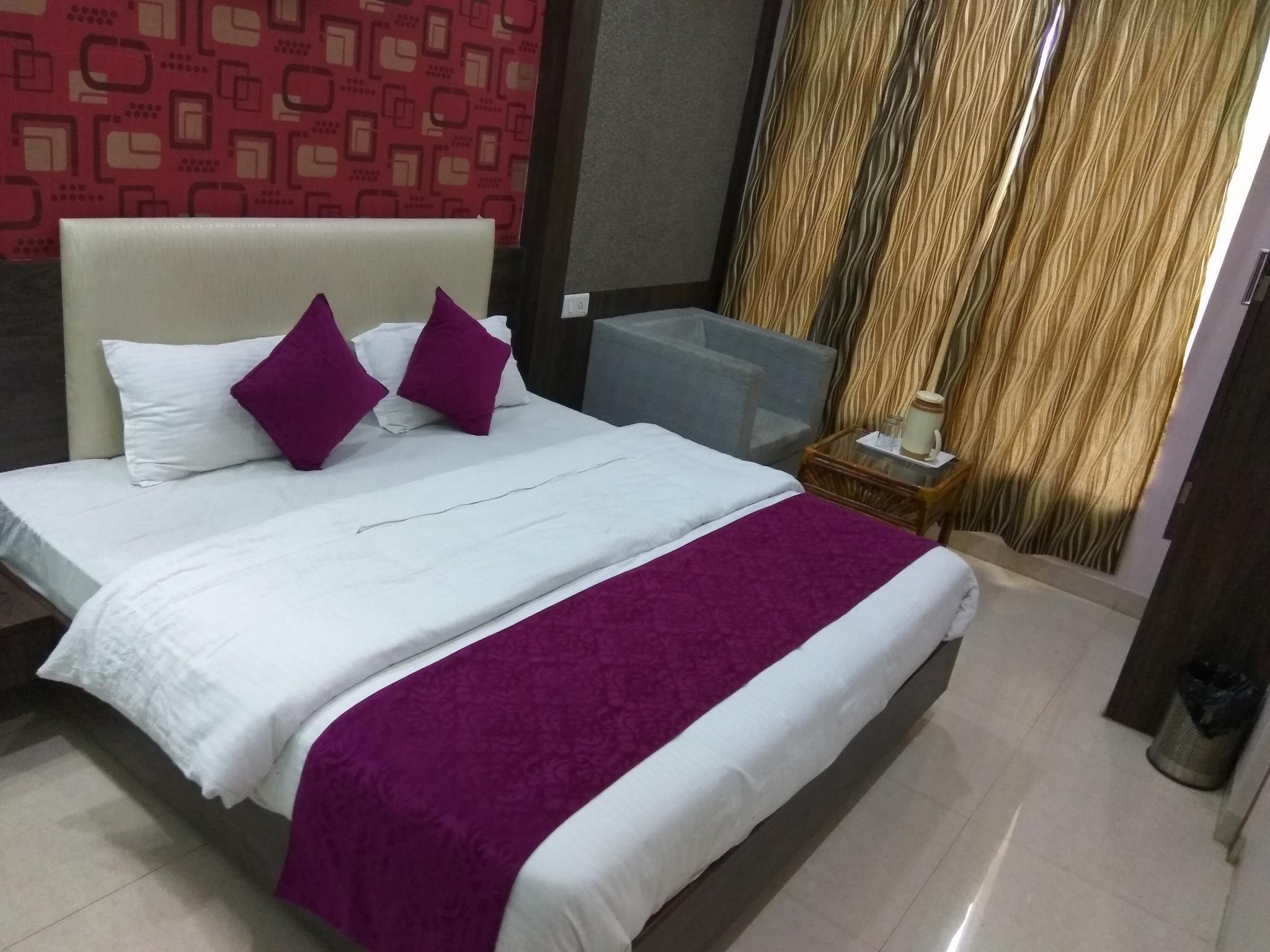 Hotel Aamantran Avenue Reviews