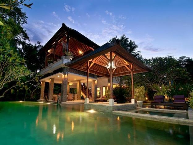 5 BDR Villa, Great Location, Walk to Beach