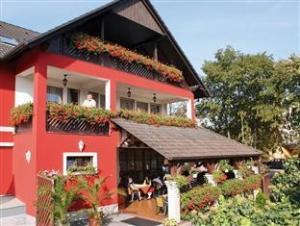 卡罗纳别墅和餐厅 (Korona Pension and Restaurant)