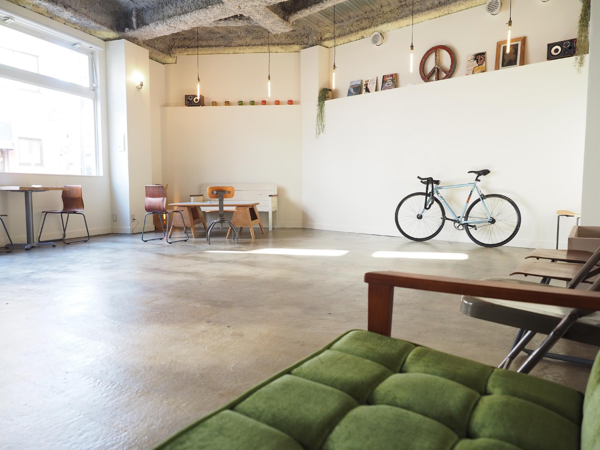 Almond Hostel And Cafe