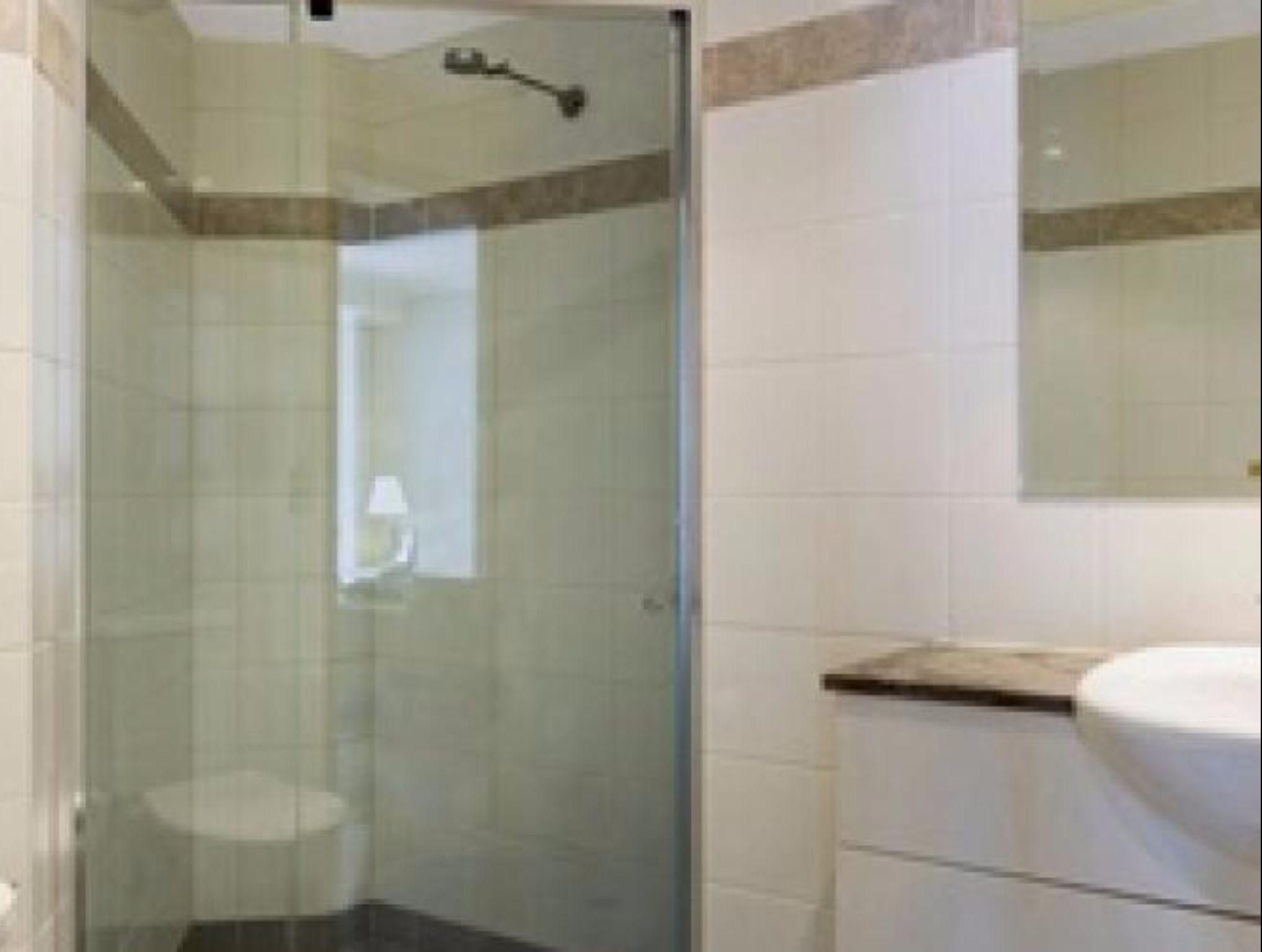 Spacious & Convenient Chatswood Location   HELP3