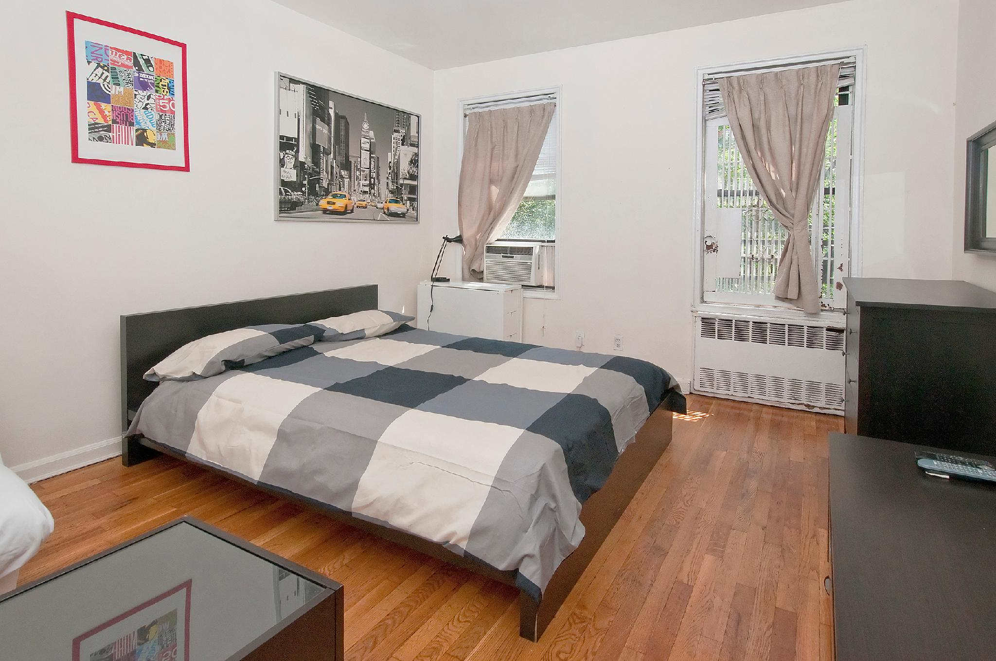 Cozy Studio   Upper East NYC   Min 30 Days   81 2B