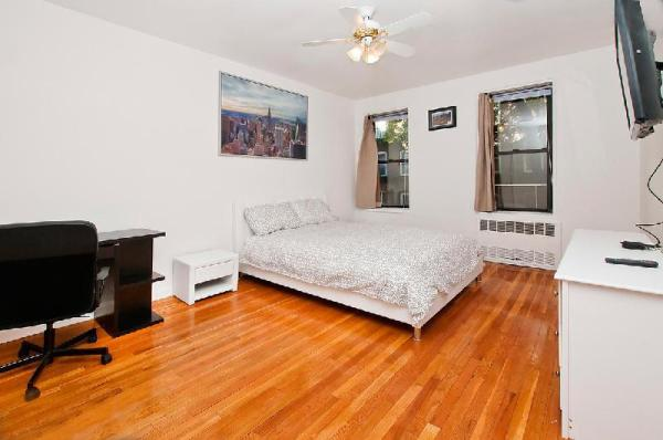 Renovated 2BR in the UES - Min 30 days (2C) New York