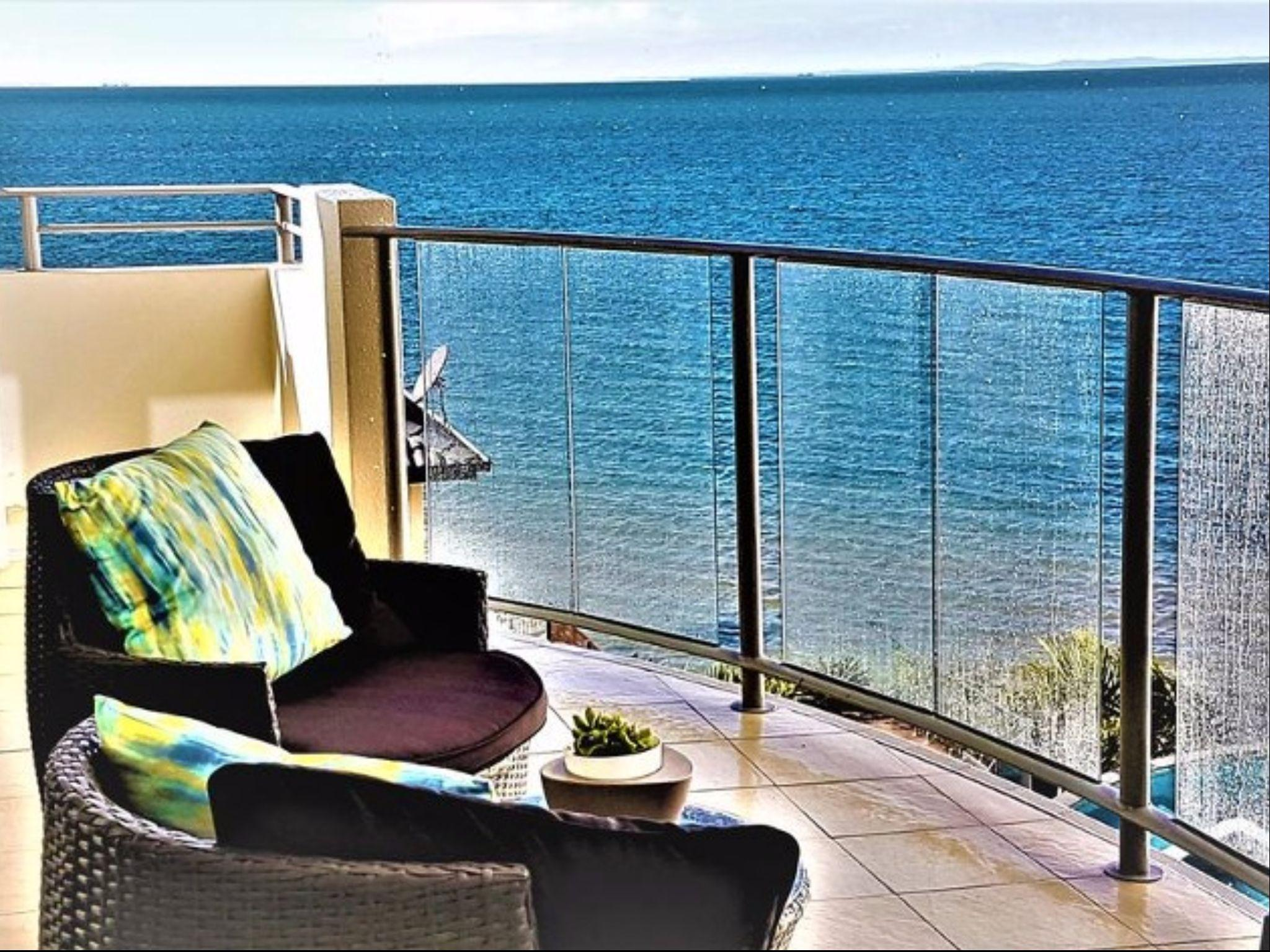Oceanfront Modern Apartment In Woody Point