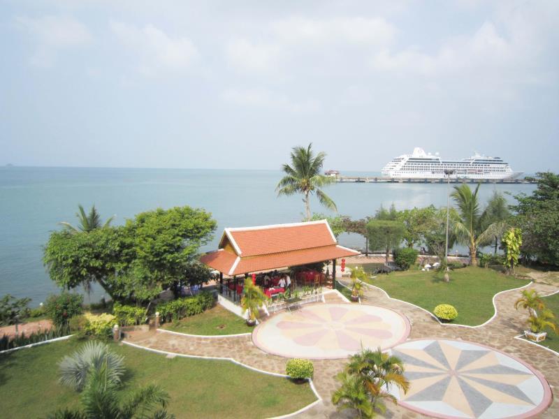 New Beach Hotel And Restaurant