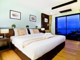 The Jomtien Twelve - Pattaya